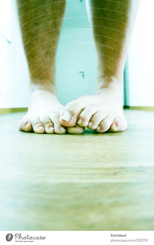 BIGFOOT Mensch Wege & Pfade Fuß Tür Wohnung Haut Perspektive Häusliches Leben Gesundheitswesen festhalten berühren Krankheit skurril Zusammenhalt bizarr