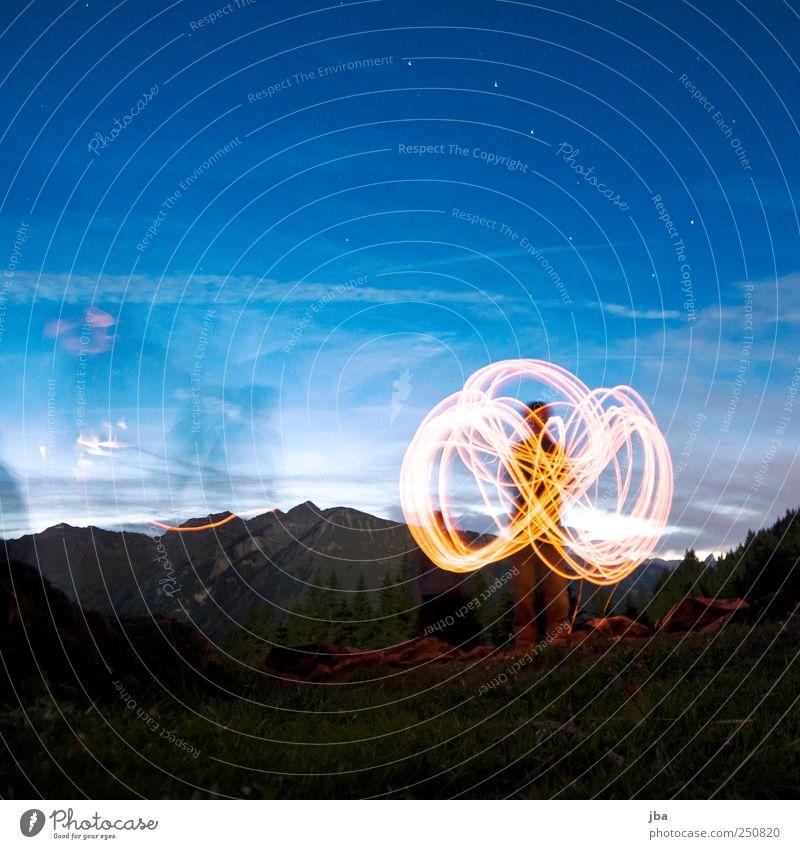 Lichtkreis II Mensch Natur Leben Freiheit Berge u. Gebirge Bewegung Zufriedenheit Freizeit & Hobby elegant wandern Stern Lifestyle stehen Alpen festhalten Gipfel