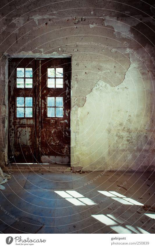 hier gehts zum CHAMANSÜLZ 2011 alt Haus Wand Fenster Mauer Gebäude braun Tür trist Häusliches Leben Wandel & Veränderung Vergänglichkeit Vergangenheit Verfall