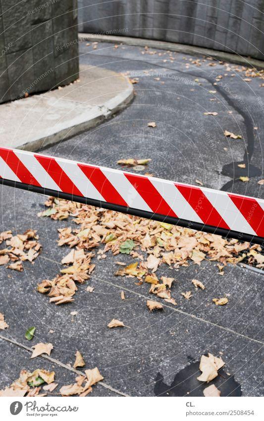 schranke weiß rot Straße Wege & Pfade Verkehr Ziel Verkehrswege Verbote Verkehrszeichen Verkehrsschild Schranke