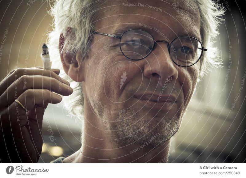 AST Charmansülz - party animal Mensch maskulin Mann Erwachsene Kopf Hand 1 45-60 Jahre Rauchen außergewöhnlich Coolness Freundlichkeit Fröhlichkeit schön