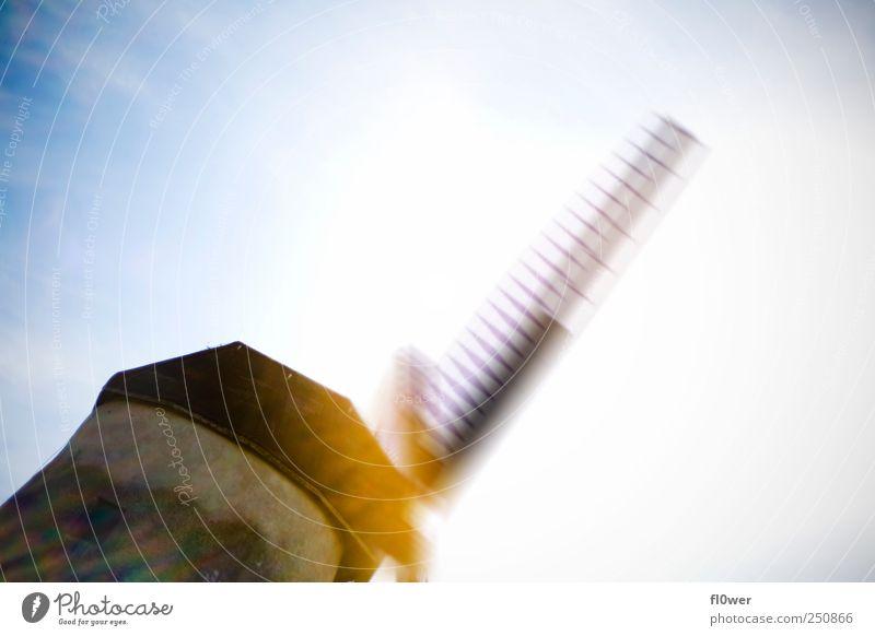 WE LOVE RENEWABLE ENERGY!!! Himmel Wolkenloser Himmel Sonnenlicht Bauwerk Gebäude Sehenswürdigkeit Denkmal Bewegung blau gelb Windmühle Mühle Windrad Aktion