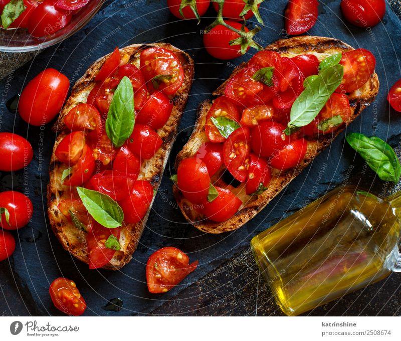 rot dunkel schwarz Ernährung frisch lecker Gemüse Tradition Brot Diät Flasche Mahlzeit Vegetarische Ernährung Scheibe Tomate rustikal