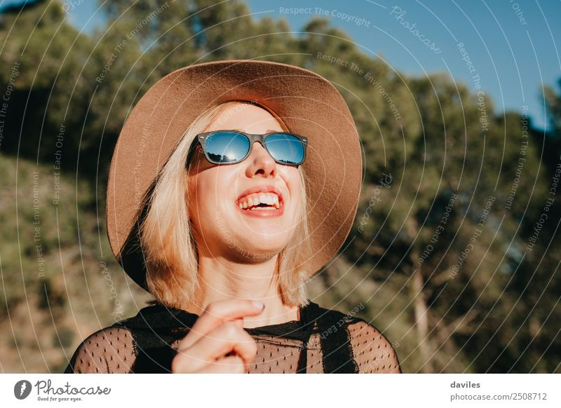 Mensch Natur Ferien & Urlaub & Reisen Jugendliche Junge Frau schön Landschaft Baum Erholung Freude Wald 18-30 Jahre Gesicht Erwachsene Lifestyle Leben