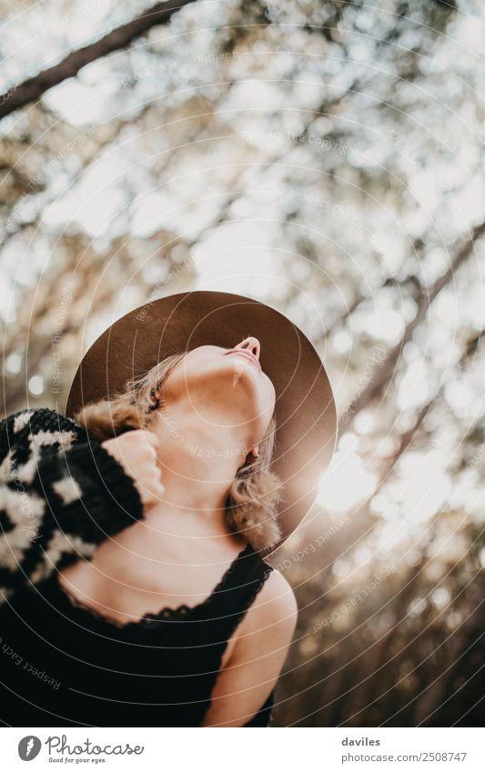 Frau Mensch Natur Ferien & Urlaub & Reisen Jugendliche Junge Frau schön Landschaft weiß Baum Freude Wald 18-30 Jahre schwarz Erwachsene Lifestyle