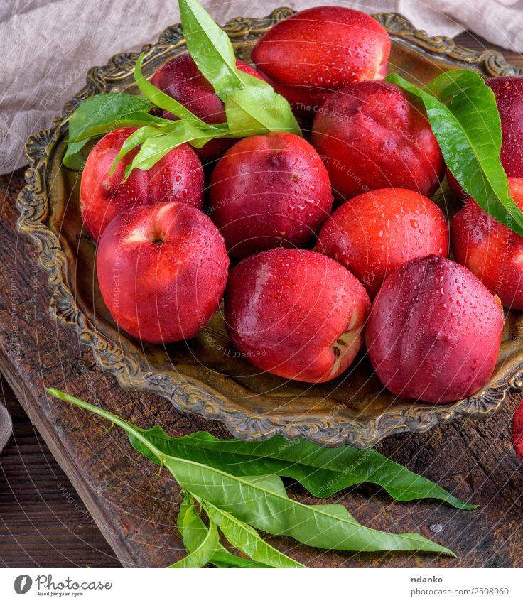 rote reife Pfirsiche Nektarine Frucht Dessert Ernährung Teller Sommer Tisch Holz frisch oben saftig braun grün Hintergrund Lebensmittel Gesundheit süß roh ganz