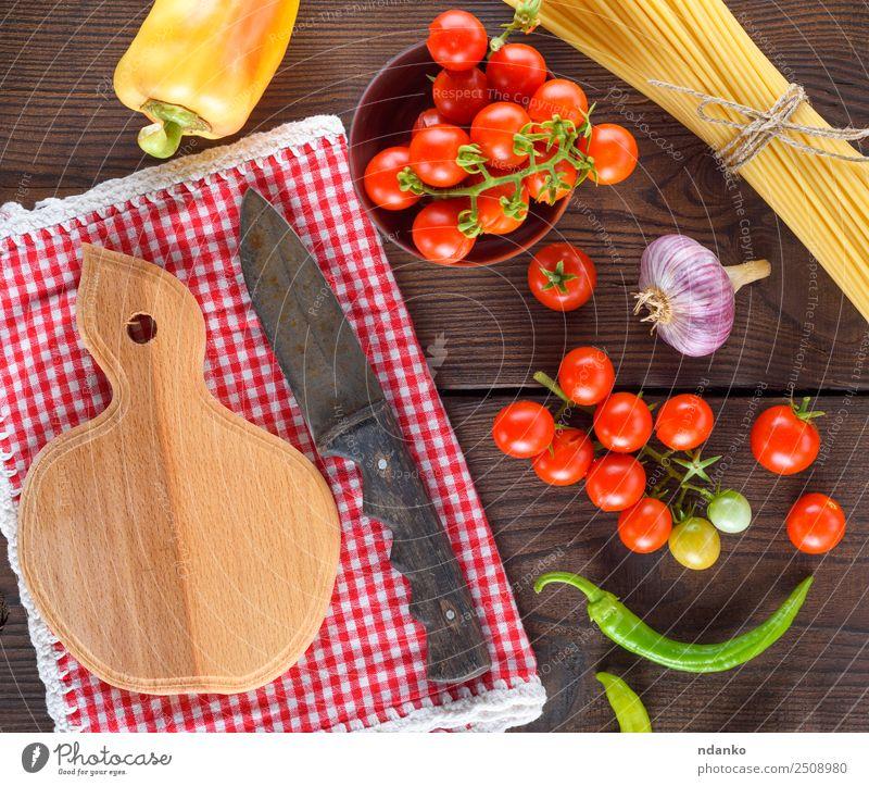 Farbe rot schwarz gelb Holz braun oben frisch groß Gemüse Tradition lang Essen zubereiten reif Backwaren Messer