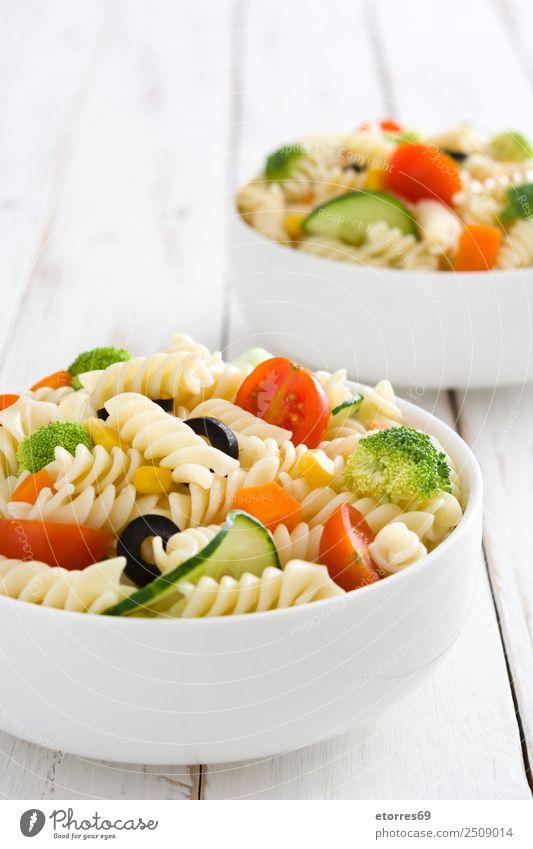 Nudelsalatschüsseln Lebensmittel Salat Salatbeilage Teigwaren Backwaren Ernährung Vegetarische Ernährung Schalen & Schüsseln Gesundheit Sommer frisch grün rot