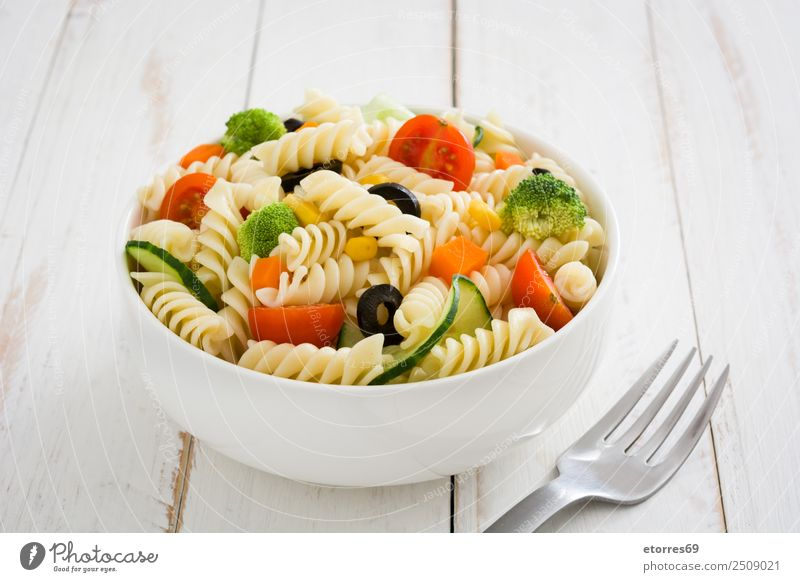 Nudelsalat Lebensmittel Gesunde Ernährung Speise Foodfotografie Gemüse Salat Kopfsalat Salatbeilage Teigwaren Backwaren Vegetarische Ernährung