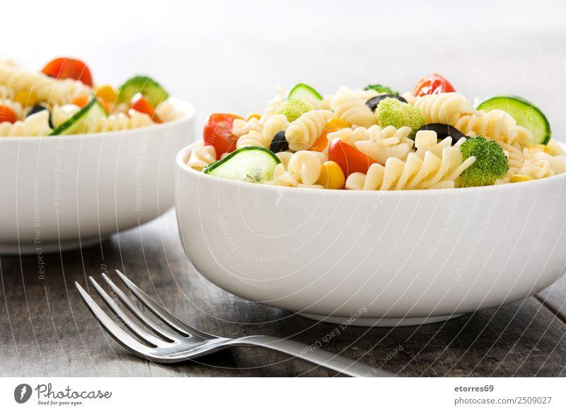 Sommer grün rot Gesundheit Lebensmittel Ernährung frisch Gemüse gut Schalen & Schüsseln Backwaren Vegetarische Ernährung Holztisch Mittagessen Salat Tomate