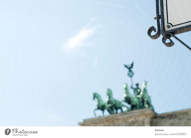 Das Viergespann Himmel Schönes Wetter Berlin Hauptstadt Stadtzentrum Bauwerk Sehenswürdigkeit Wahrzeichen Denkmal Brandenburger Tor Statue Pferd Wagen Quadriga