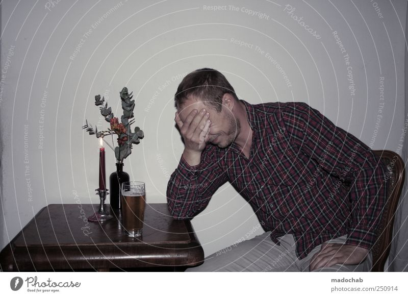 Armdrücken mit dem Gesicht Mensch Jugendliche Mann Einsamkeit 18-30 Jahre Erwachsene Leben Traurigkeit Stil Lifestyle maskulin Dekoration & Verzierung Kitsch