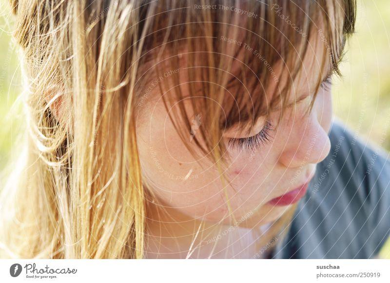 noch ein hexle foto .. Kind Mädchen Kindheit Haut Kopf Haare & Frisuren Gesicht Auge Nase Mund Lippen 1 Mensch 3-8 Jahre schön wild nachdenklich Außenaufnahme