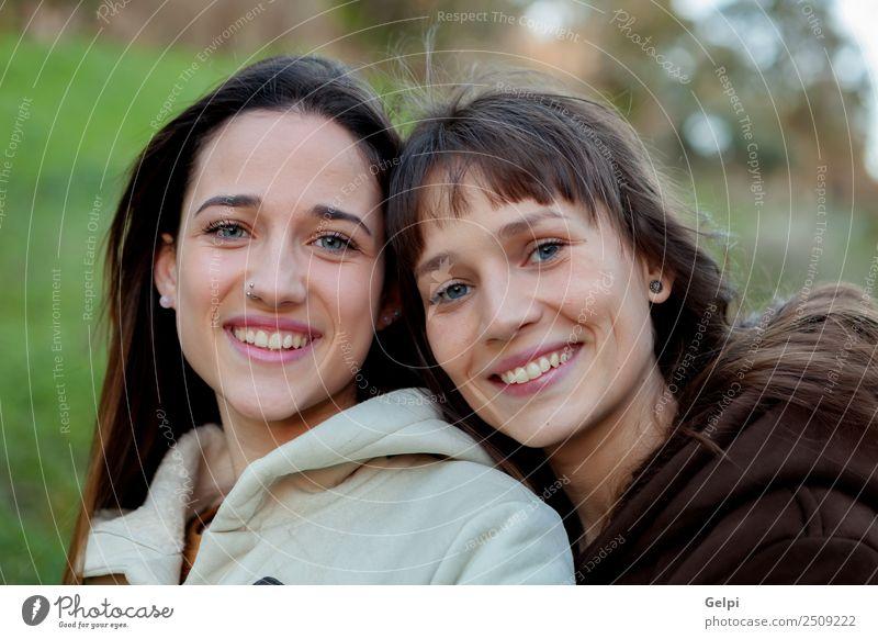 Nette Schwestern mit blauen Augen Lifestyle Freude Glück schön Gesicht Leben Mensch Frau Erwachsene Familie & Verwandtschaft Freundschaft Jugendliche Zähne Park
