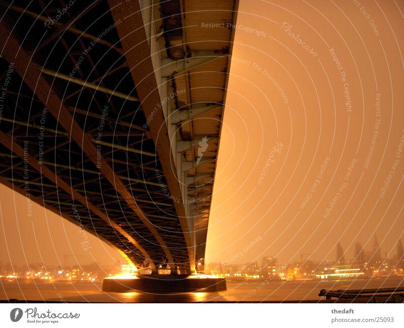 Brücke Schnee Beleuchtung Brücke Fluss historisch Scheinwerfer Rhein Bonn Lichtschein Lichtstrahl Brückenpfeiler