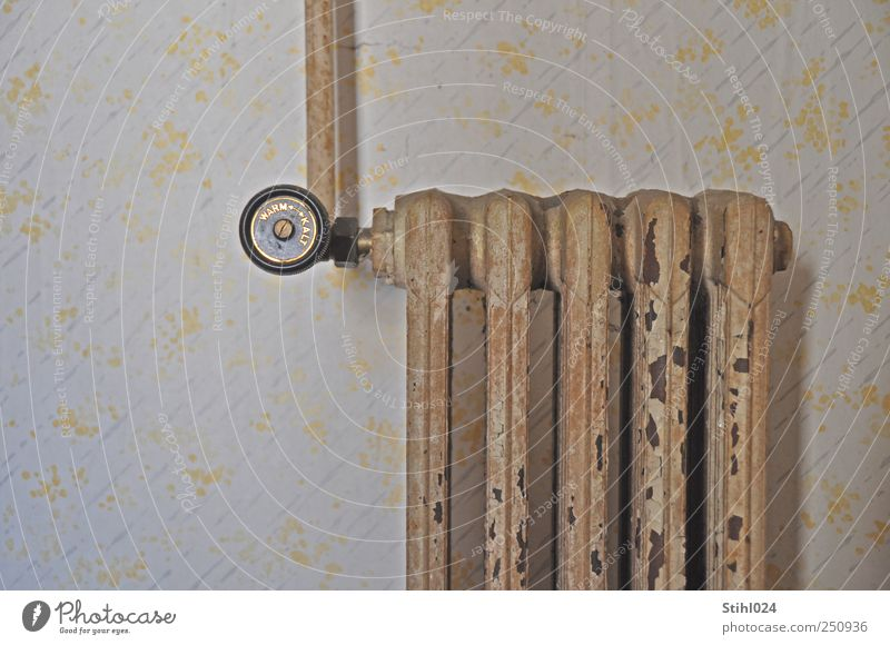 lieber wärmer als kälter weiß Wand Stil Mauer Wohnung Energiewirtschaft ästhetisch Häusliches Leben retro Warmherzigkeit Tapete Rost Handwerk frieren Nostalgie Renovieren