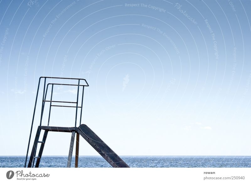 Rutsche Himmel blau Wasser Ferien & Urlaub & Reisen Meer Spielen Freizeit & Hobby Schwimmen & Baden Abenteuer Spielplatz Kinderspiel Rutsche rutschen Wasserrutsche