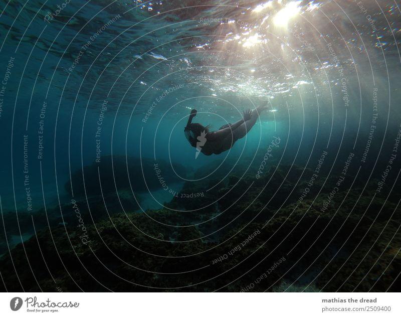 UNTER DEM MEER Ferien & Urlaub & Reisen Sommer blau schön Wasser Meer Freude dunkel Sport feminin Schwimmen & Baden glänzend ästhetisch Abenteuer nass sportlich