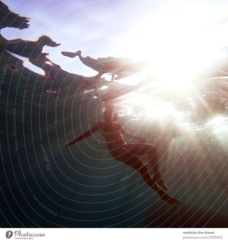UNTER DEM MEER Lifestyle Freude Glück Ferien & Urlaub & Reisen Abenteuer Sommerurlaub Sonne Meer Sport Schwimmen & Baden Schnorcheln tauchen feminin Junge Frau