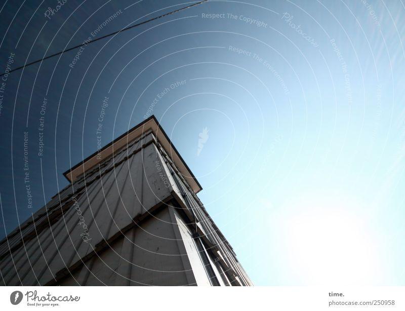 Drahtseilakt | ChamanSülz blau oben Holz hell Linie hoch Seil Perspektive Kabel Turm Macht Stahlkabel Erwartung eckig Gebäude erhaben