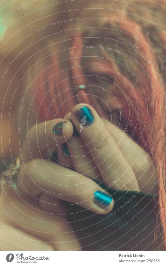 CHAMANSÜLZ | Nine Inch Nails Mensch schön gelb feminin Kopf Haare & Frisuren Finger verrückt zart Ring Junge Frau Piercing Fingernagel rothaarig zerbrechlich