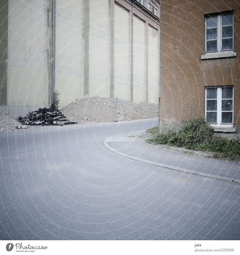 CHAMANSÜLZ | trostsülzistan Haus Straße Gebäude trist Bauwerk Straßenkreuzung Einfamilienhaus