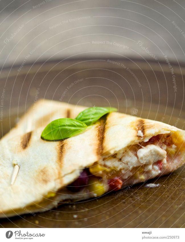 Quesadilla vom Grill Teile u. Stücke Gemüse lecker Teller Mittagessen Käse Vegetarische Ernährung Basilikum Fladenbrot Basilikumblatt