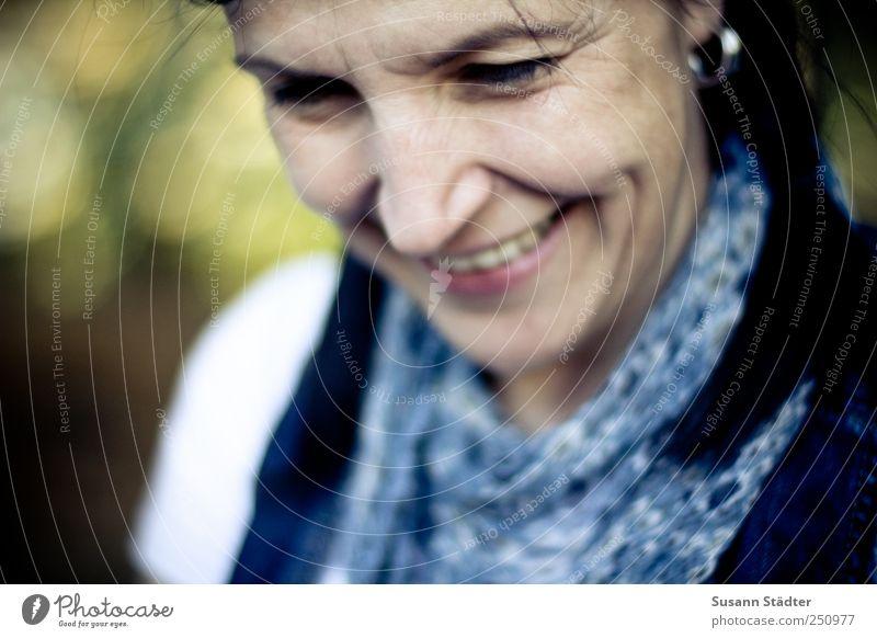 [CHAMANSÜLZ 2011] flower Frau Erwachsene Haare & Frisuren Gesicht 30-45 Jahre Accessoire Ohrringe schwarzhaarig langhaarig Zopf Lächeln Blick träumen schön