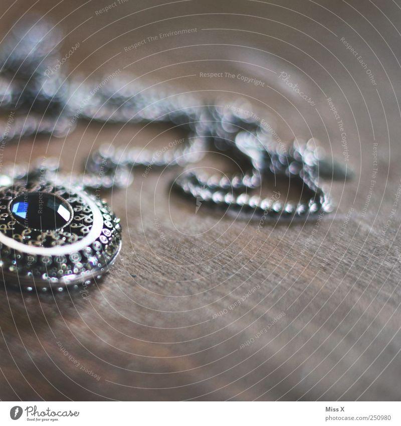vor langer Zeit Accessoire Schmuck alt silber authentisch antik Halskette Mineralien Strass Edelstein Kristalle Kette Silberschmuck Holz verziert glänzend