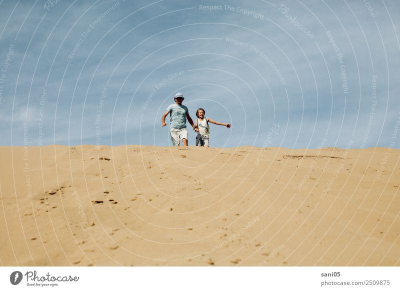 zusammen Lifestyle Ferien & Urlaub & Reisen Sonne Erfolg maskulin Junge Vater Erwachsene Familie & Verwandtschaft 2 Mensch Natur Klimawandel Wüste laufen rennen
