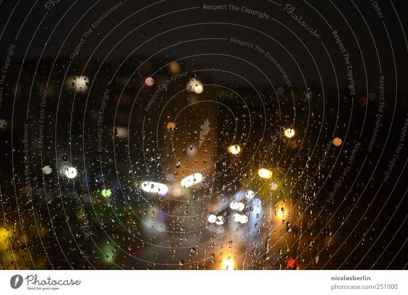 den ganzen tag regen.. Stadt Haus Straße kalt Fenster Stil PKW Regen Wetter Fassade Wassertropfen Verkehr trist Trauer gruselig Gewitter