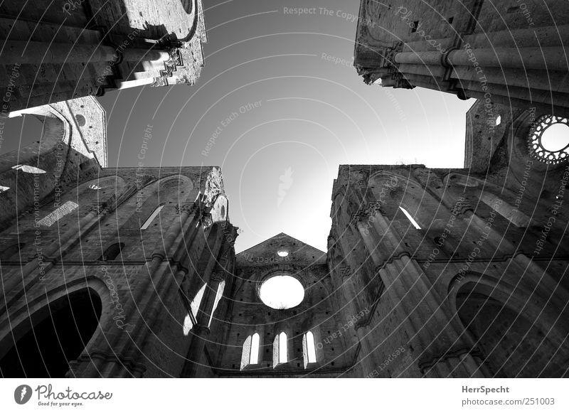 San Galgano Himmel schön dunkel Wand Mauer Gebäude ästhetisch Kirche historisch Ruine Sehenswürdigkeit erhaben Wolkenloser Himmel aufstrebend Klosterkirche