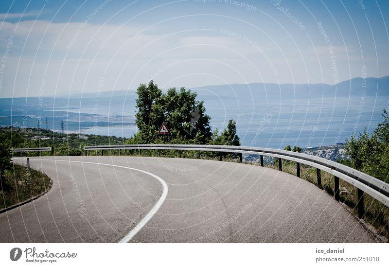 An der Küste angekommen. Himmel grün blau Sommer Ferien & Urlaub & Reisen Meer Wolken Einsamkeit Straße Freiheit Landschaft grau Freizeit & Hobby Ausflug