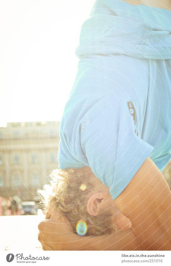 berlin steht kopf Leben Wohlgefühl Zufriedenheit Meditation Freizeit & Hobby Sportler Yoga maskulin Kopf Haare & Frisuren Arme Hand Bizeps 1 Mensch T-Shirt