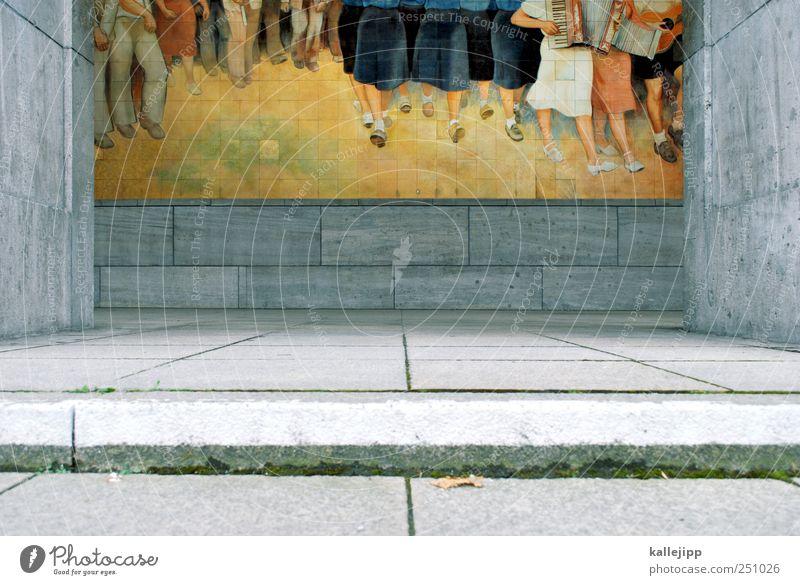 melodien für millionen Mensch Beine Fuß Menschengruppe Kunst Künstler Maler Ausstellung Museum Musik Konzert Chor Musiker Fan laufen Akkordeon Akkordeonspieler