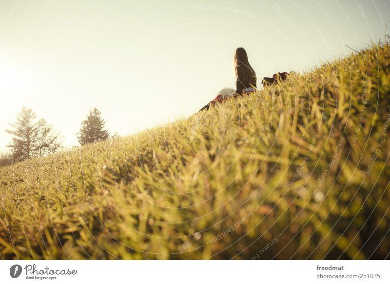 hang over Mensch Frau Natur Ferien & Urlaub & Reisen ruhig Erwachsene Erholung Wiese Herbst Landschaft Berge u. Gebirge Freiheit Gras wandern Ausflug Pause