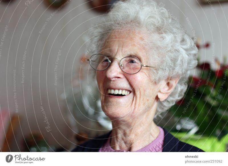 Der 98. Geburtstag Mensch Weiblicher Senior Frau Großmutter Kopf Gesicht 1 60 und älter alt Fröhlichkeit Lebensfreude Freude lachen Farbfoto Innenaufnahme