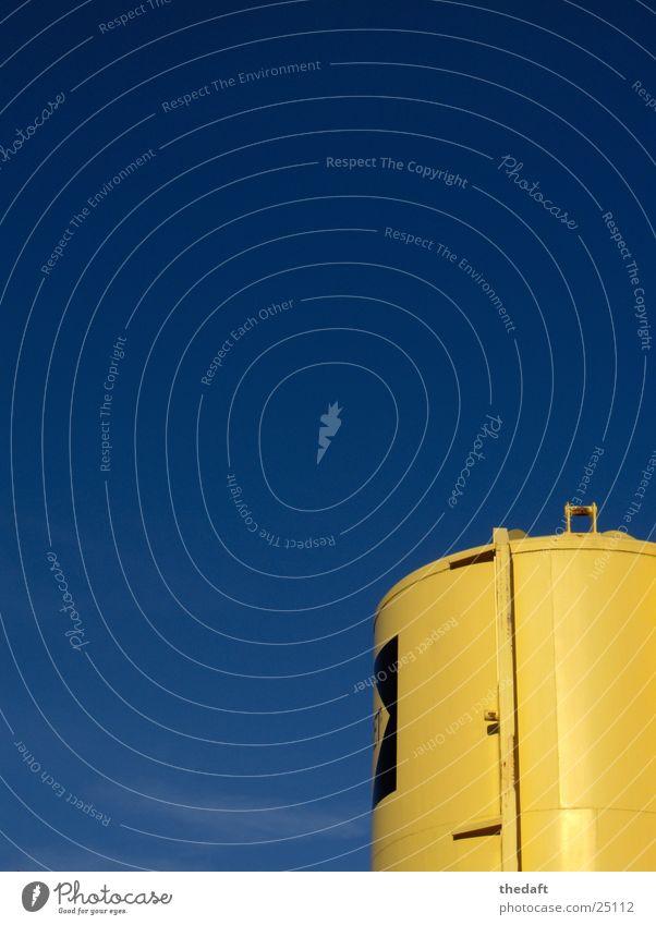 Behälter gelb Wolken Behälter u. Gefäße Baustelle Vorrat Aufschrift Industrie Himmel blau Sonne Dachboden