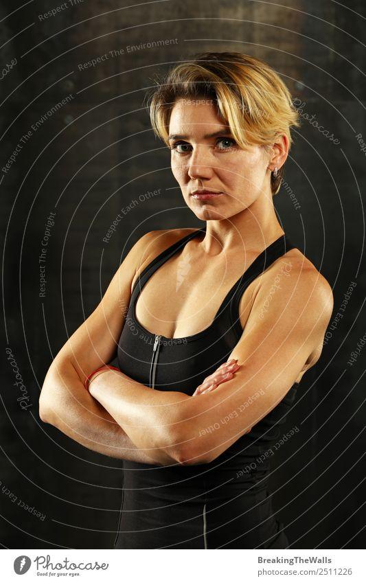 Nahaufnahme junge Frau kreuzweise bewaffnet Sport Fitness Sport-Training Sportler Junge Frau Jugendliche Erwachsene Gesicht Arme 1 Mensch 30-45 Jahre blond