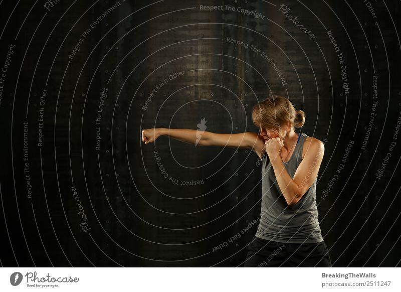 Frau Mensch weiß dunkel schwarz Lifestyle Erwachsene Sport blond Arme Fitness stark Mut lang Sport-Training selbstbewußt