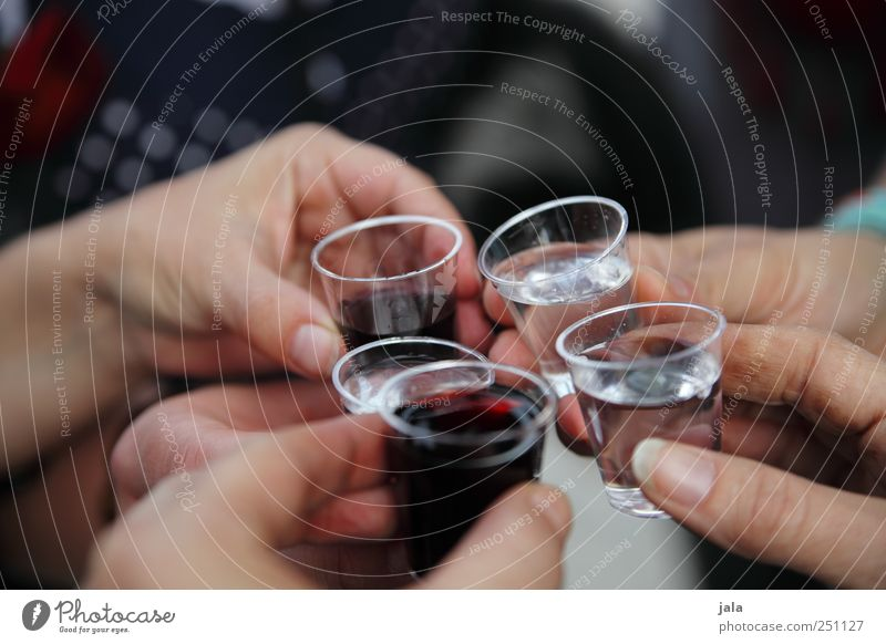 CHAMANSÜLZ | 1400 und darauf einen schnaps! Mensch Hand Party lustig Feste & Feiern Glas Finger Getränk Alkohol Spirituosen