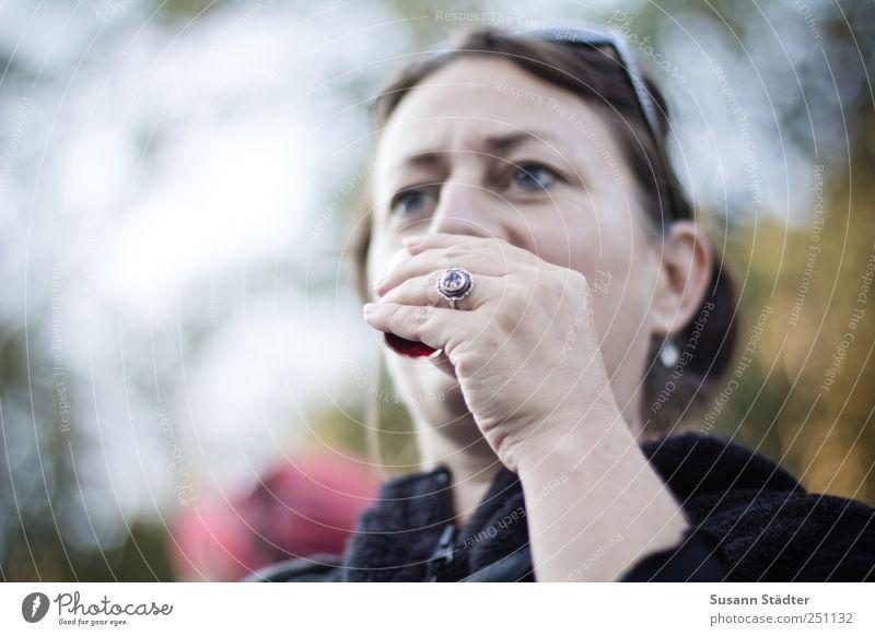 [CHAMANSÜLZ 2011] Prösterchen! Lebensmittel Getränk trinken Alkohol Spirituosen Frau Erwachsene 30-45 Jahre 45-60 Jahre außergewöhnlich Ring Souvenir Erbe schön