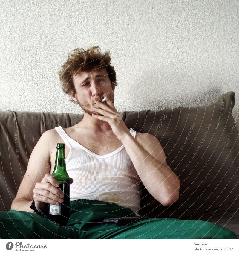 frühstücken Mensch Mann Jugendliche Gesicht Erwachsene Kopf Haare & Frisuren dreckig sitzen maskulin 18-30 Jahre trinken Rauchen Junger Mann Schmerz trashig