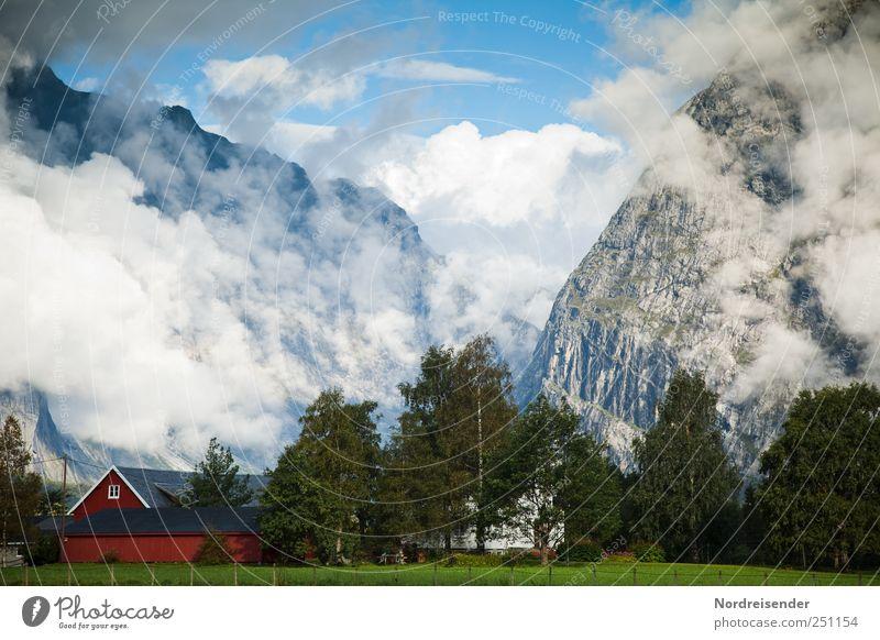 Du hast da was im Hof.... Himmel Natur Sommer Ferien & Urlaub & Reisen Wolken Haus Ferne Berge u. Gebirge Landschaft Luft Stimmung Felsen Nebel Tourismus