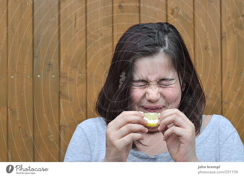 Sauer Mensch Kind Jugendliche Freude gelb Lebensmittel grau Kopf Essen lustig braun Gesundheit Kindheit Frucht verrückt Junge Frau