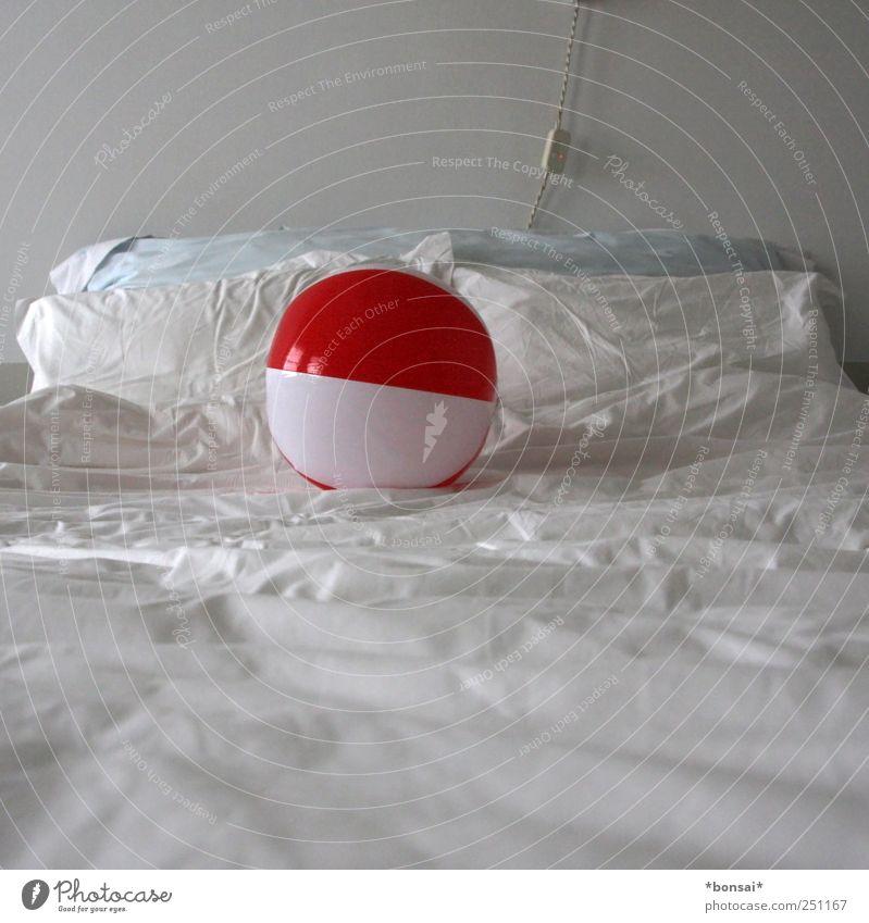 bettspielchen weiß Ferien & Urlaub & Reisen rot Freude Erholung Spielen Kindheit wild liegen Design frisch Kabel Warmherzigkeit Bett rund einfach