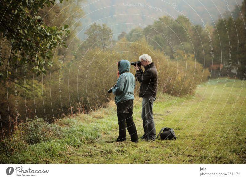 CHAMANSÜLZ | der alte hahn und das küken Mensch Frau Mann Natur Baum Pflanze Erwachsene Umwelt Gras natürlich maskulin Sträucher Fotografieren Grünpflanze