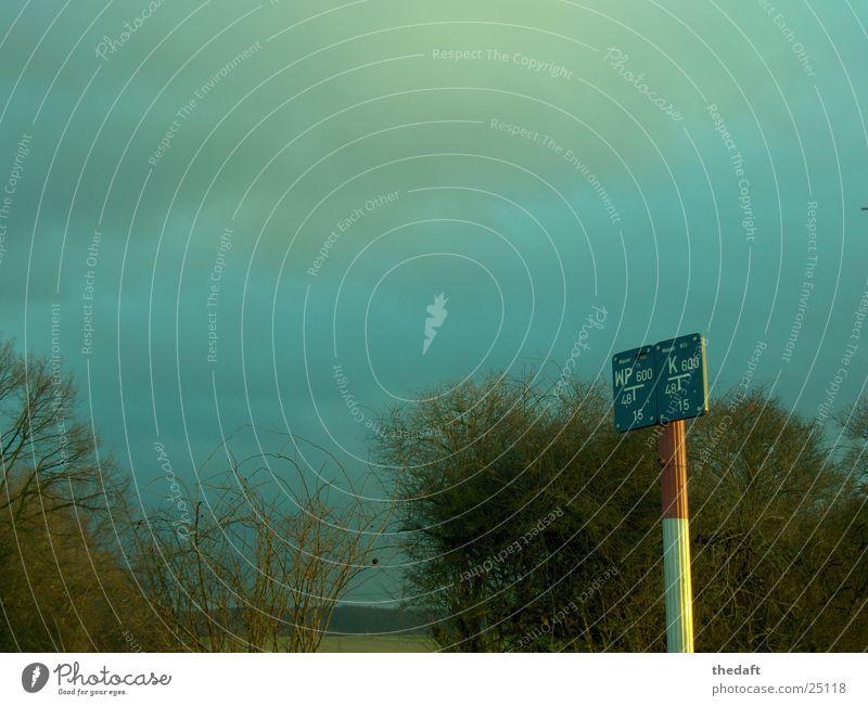 Schild Natur weiß Sonne rot Wolken Schilder & Markierungen Industrie Sträucher Hinweisschild