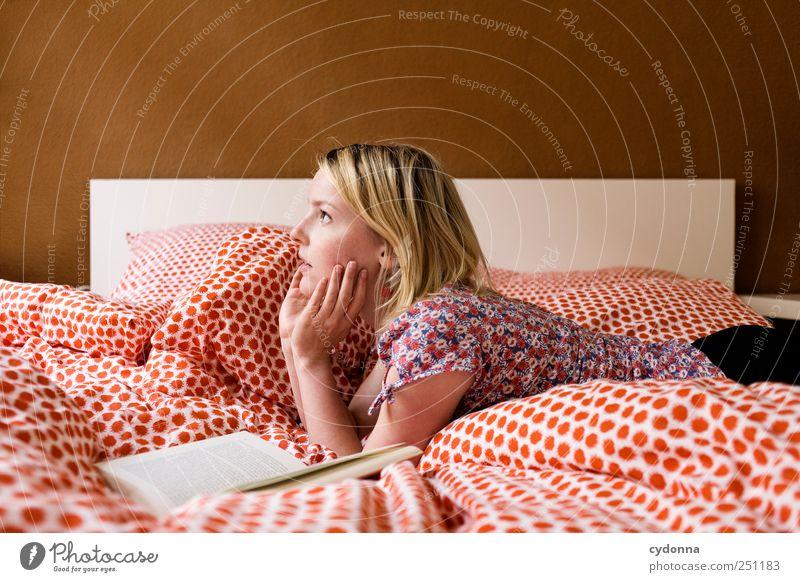 [23OO] Gedankenspiele Lifestyle harmonisch Wohlgefühl Erholung ruhig Freizeit & Hobby lesen Wohnung Bett Raum Schlafzimmer Bildung Studium Mensch Junge Frau