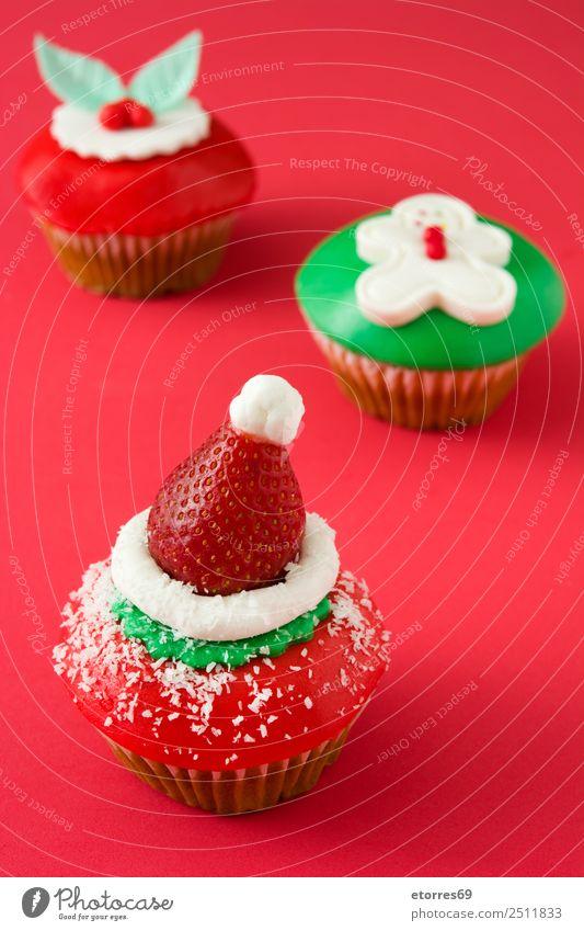 Weihnachtskuchen auf rotem Hintergrund Weihnachten & Advent Cupcake Lebensmittel Foodfotografie süß Bonbon Dessert Dekoration & Verzierung Backwaren Zuckerguß